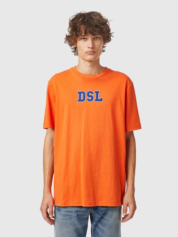 https://ru.diesel.com/dw/image/v2/BBLG_PRD/on/demandware.static/-/Sites-diesel-master-catalog/default/dw0bbf32c3/images/large/A03507_0QCAH_34H_O.jpg?sw=594&sh=792