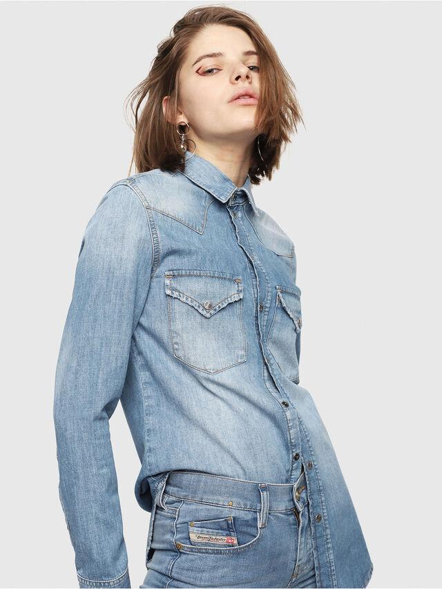 03c572ede9 DE-RINGY Women  Western shirt in rinse-wash denim