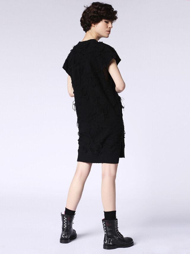 D-NIFER, Black